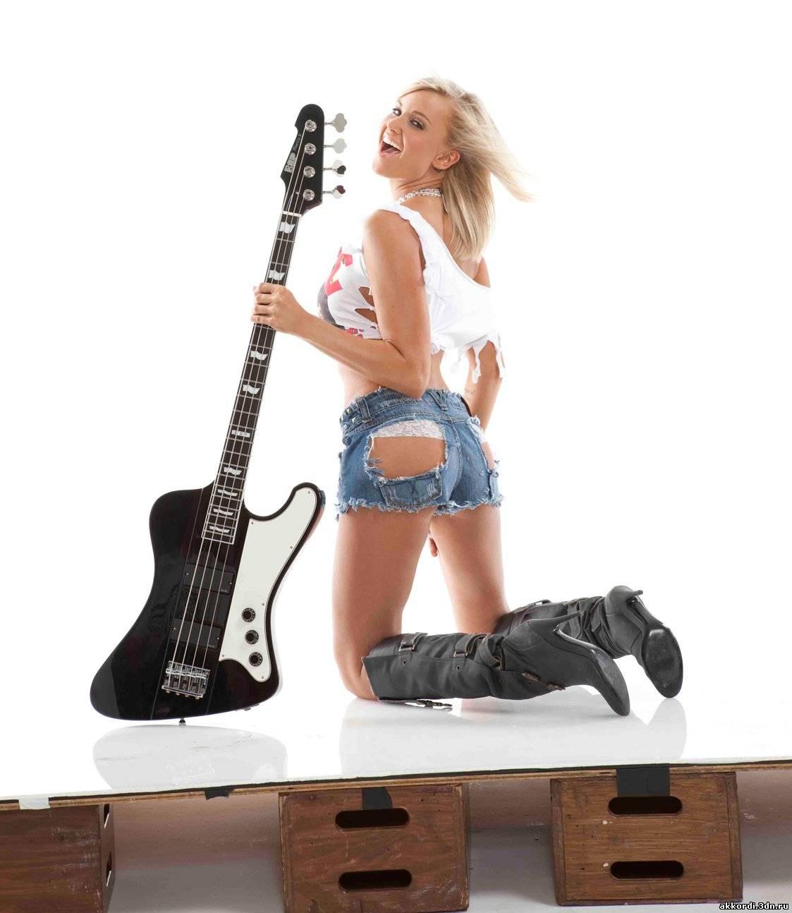 Сексуальные девушки с гитарой 9 фотография